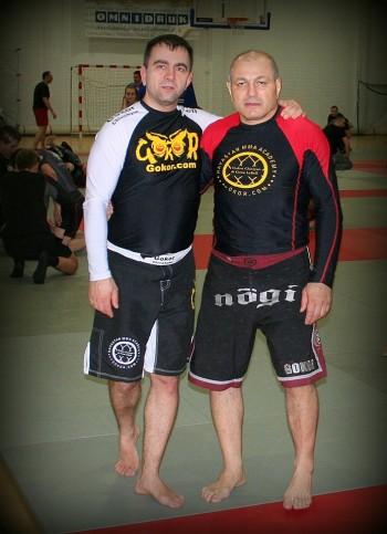 W dniu 05.04 2014 nasz Mistrz Wojciech Adamusik został nominowany przez Senseia Gokora Chivichyana na stopień Level 7 Hayastan Grappling System.To wielki zaszczyt i honor móc ćwiczyć z jedynym w naszym kraju posiadaczem tak wysokiego stopnia.